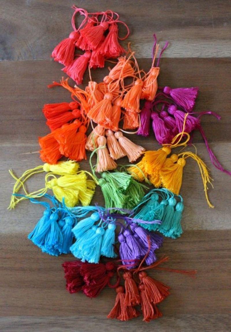 pompon-multicolore-couleur-ludique-fil-broder-sac-ete